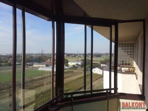 Zabudowa balkonu łamana otwierana